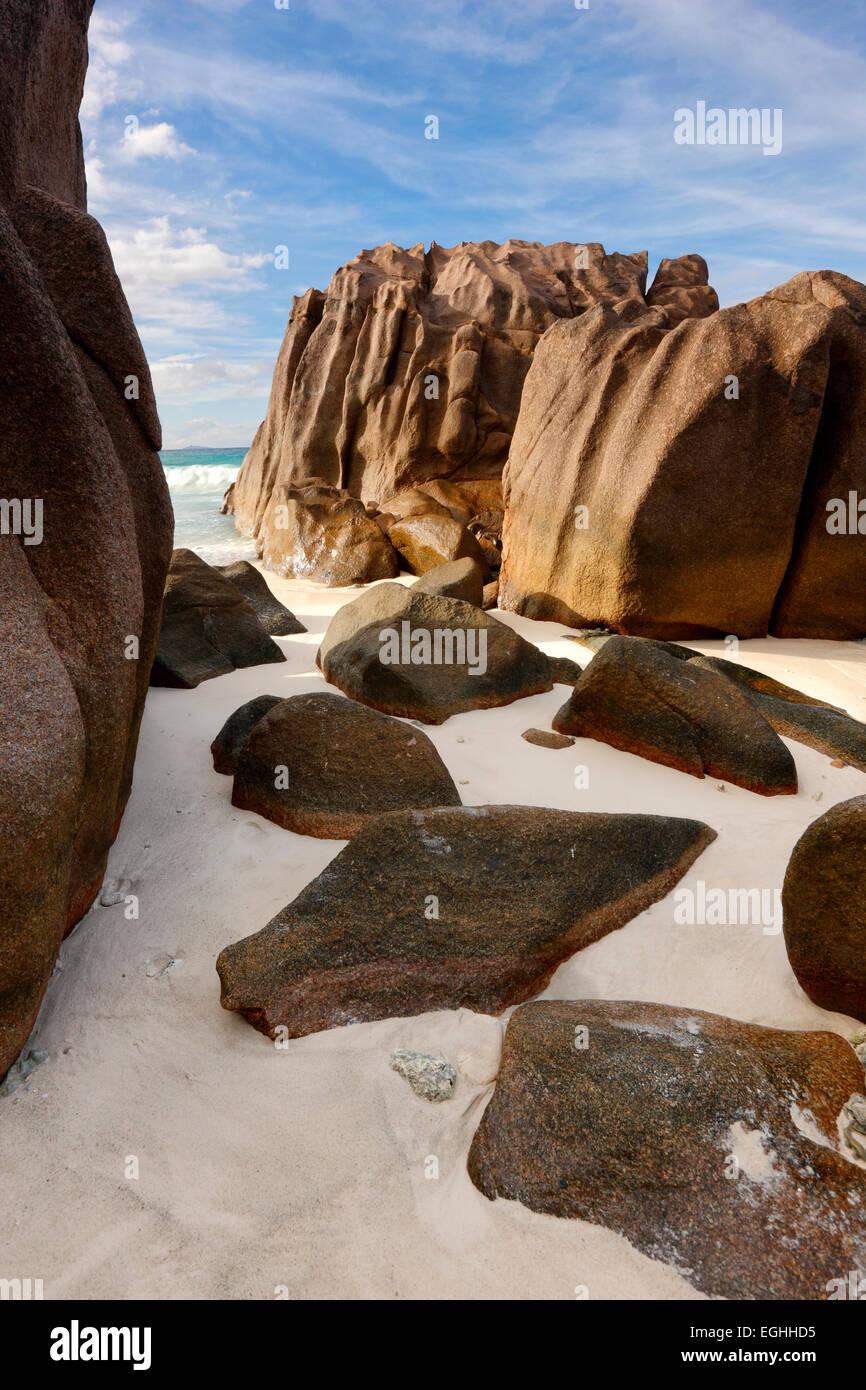 Seychellen Insel La Digue. Felsen am Strand Stockbild