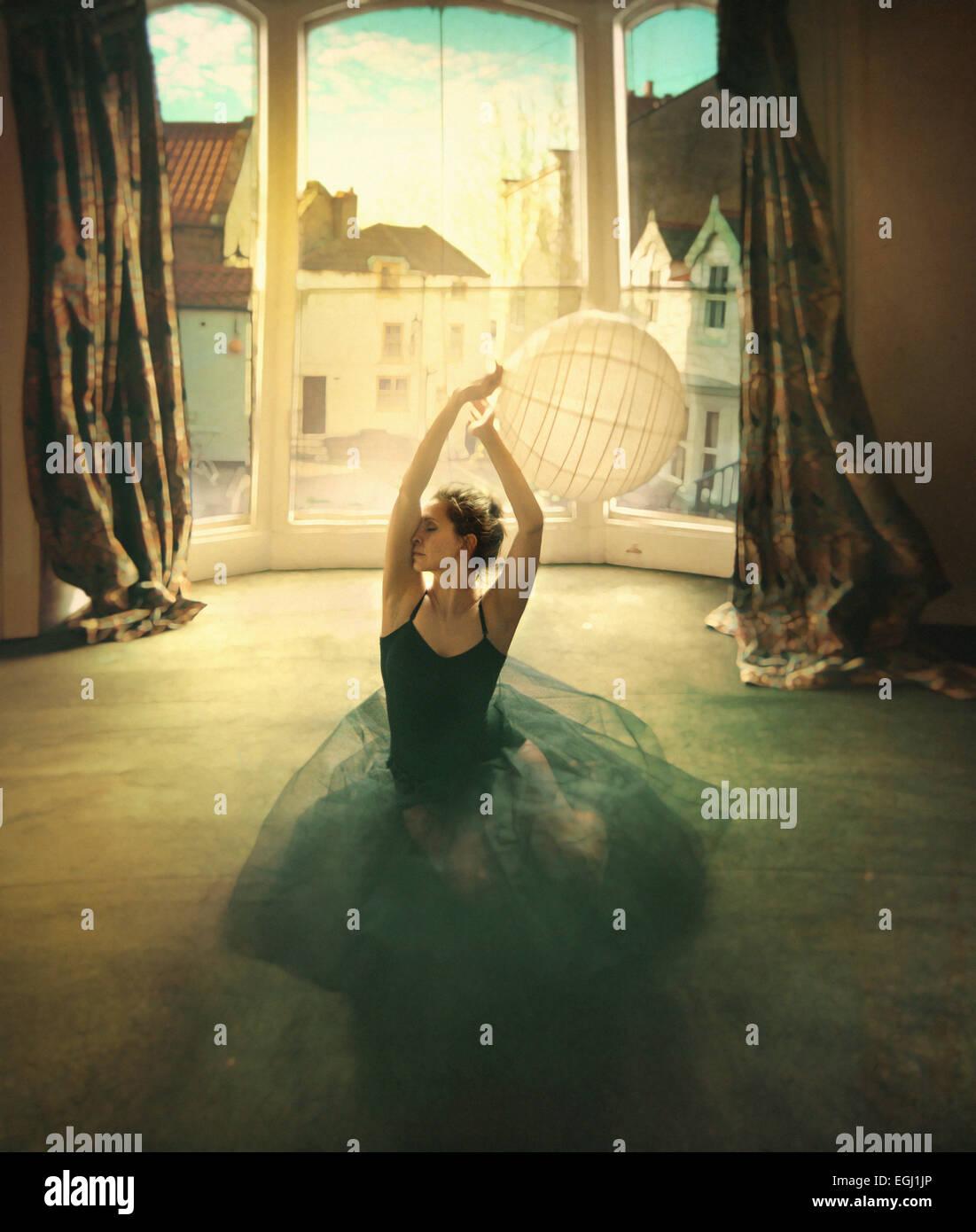 junge Tänzerin, die Standortwahl auf der Etage Stockbild