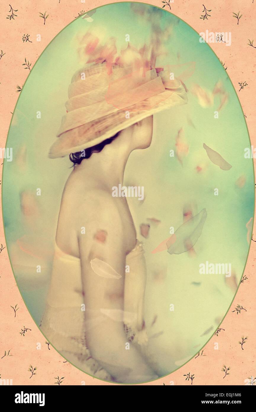 schöne Frau in ausgefallenen Hut Stockbild