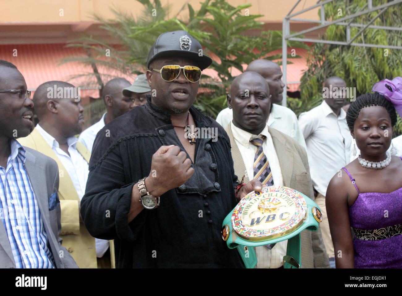 "Kampala, Uganda. 25. Februar 2015. Ehemalige World Boxing Council (WBC) Licht-Mittelgewichts-Champion John ""The Stockbild"