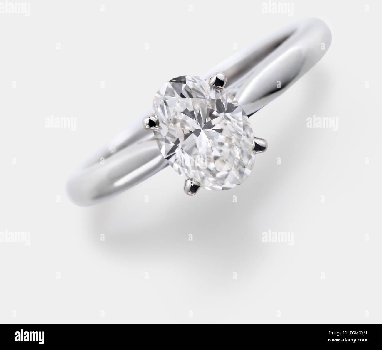 Oval Geschliffener Diamant Verlobungsring Stockfoto Bild 79122812