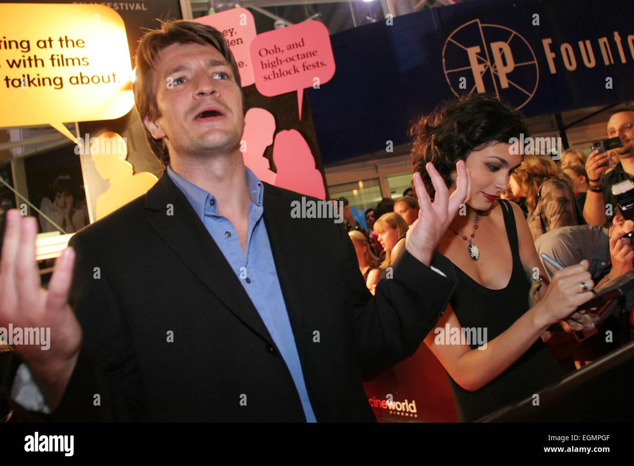 NATHAN FILLION und MORENA BACCARIN beim WORLD PREMIERE von 'Gelassenheit' Film, geschrieben und inszeniert Stockbild
