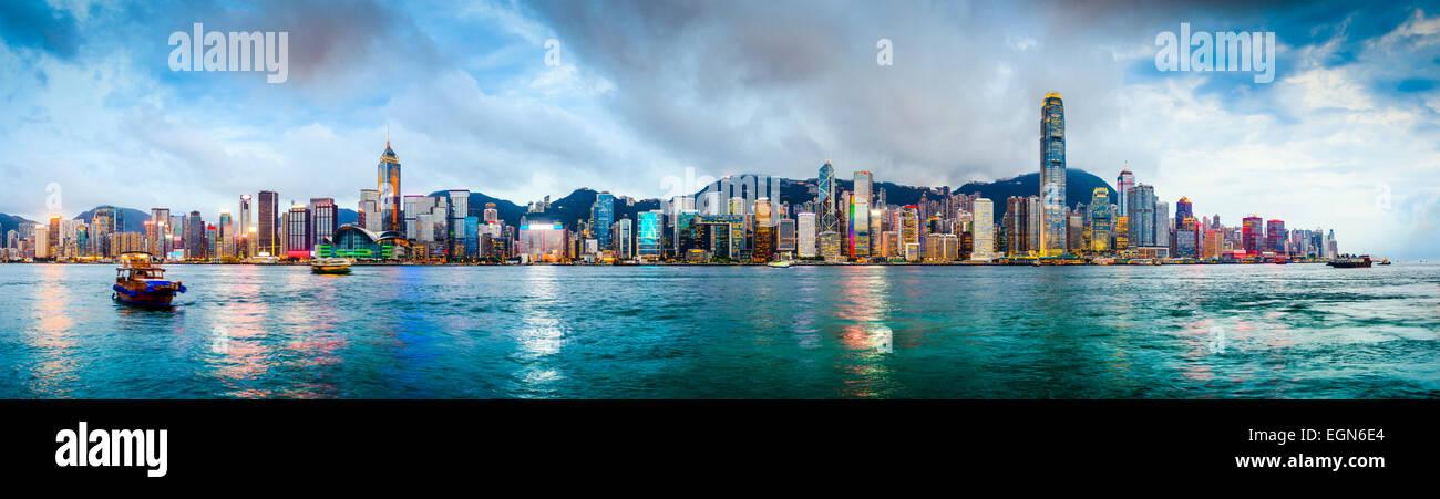 Hongkong Skyline Panorama aus über Victoria Harbour. Stockbild