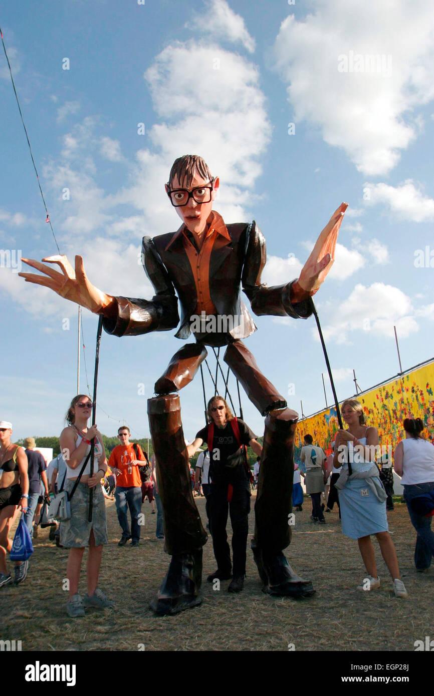 Riesige Jarvis Cocker Marionette, Glastonbury Festival, Pilton, Somerset, Großbritannien 28. Juni 2003. Stockbild