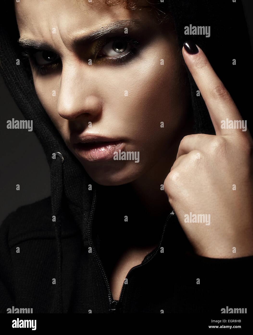 Closeup Portrait strengen jungen Frau Stockbild