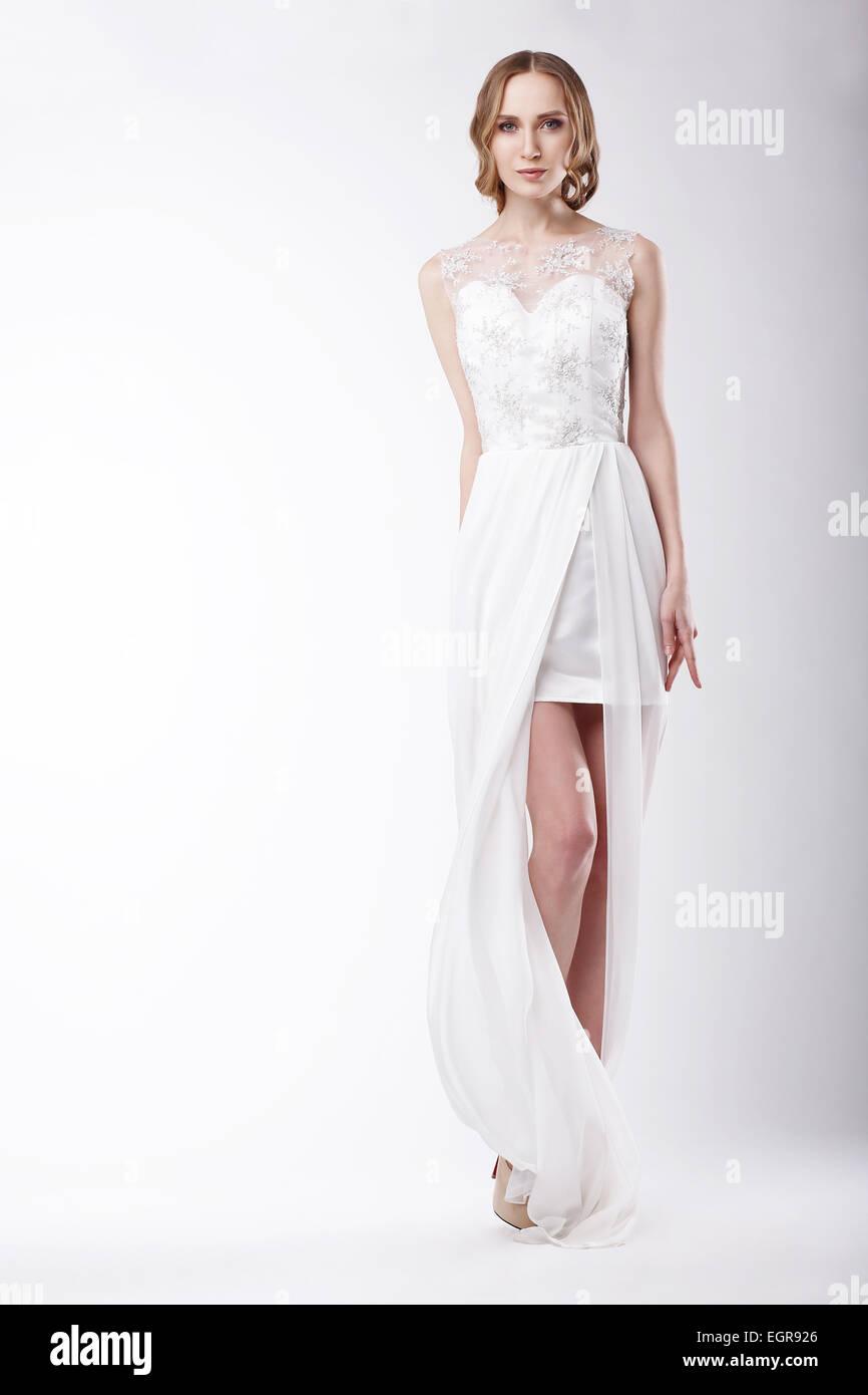 Schöne junge Frau, die festliche Kleid Stockbild