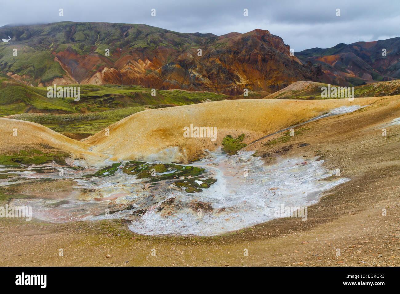 Rhyolit Berge im Hochland von Island Stockbild