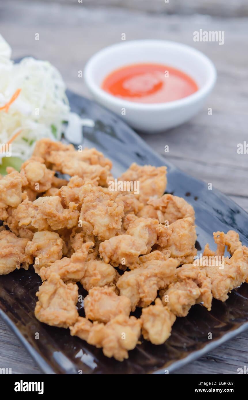 Backhendl Sehnen mit frischem Gemüse und Chili-Sauce, asiatische ...