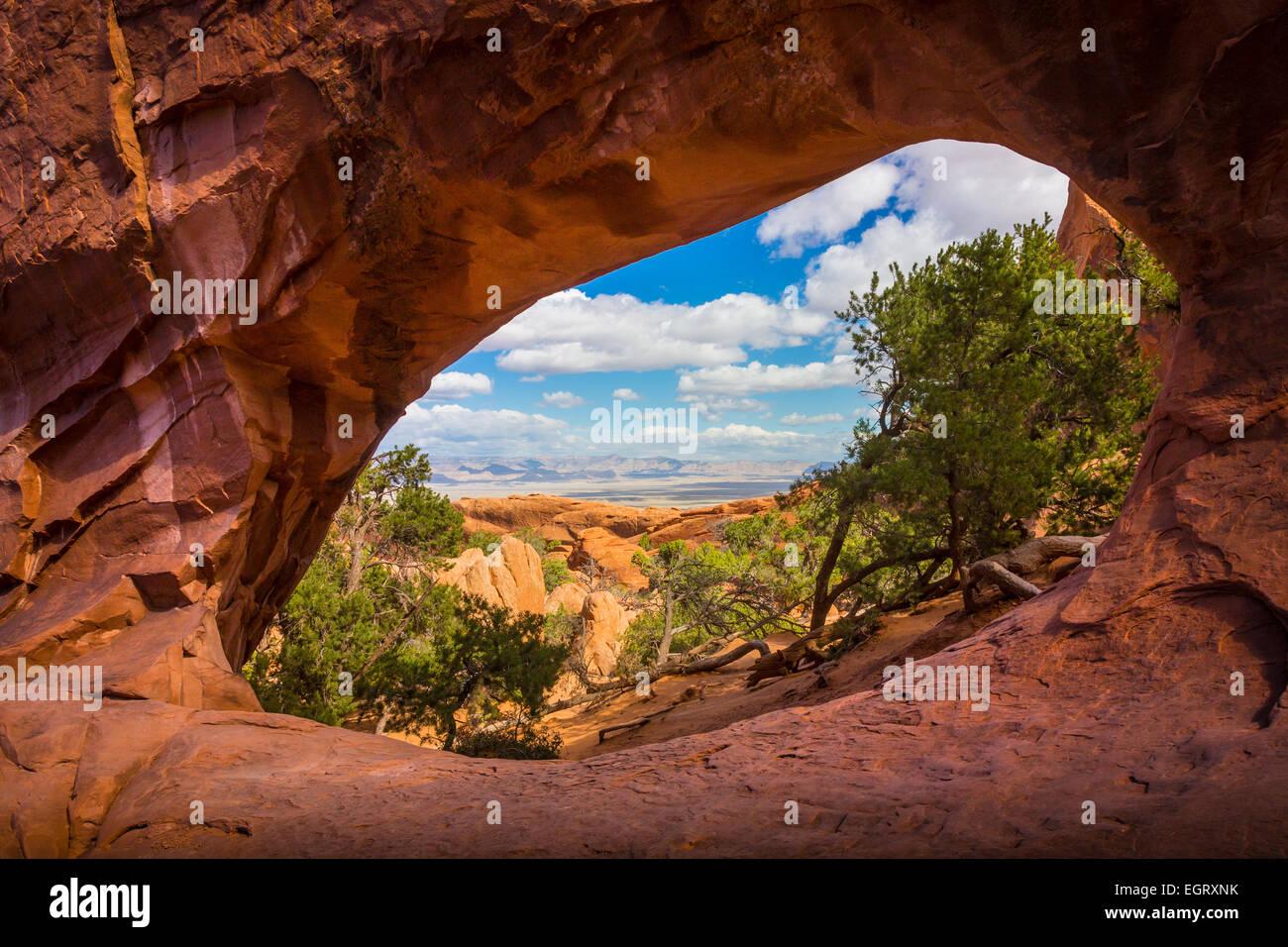 Double O Arch im Arches National Park, ein uns-Nationalpark im östlichen Utah. Stockbild