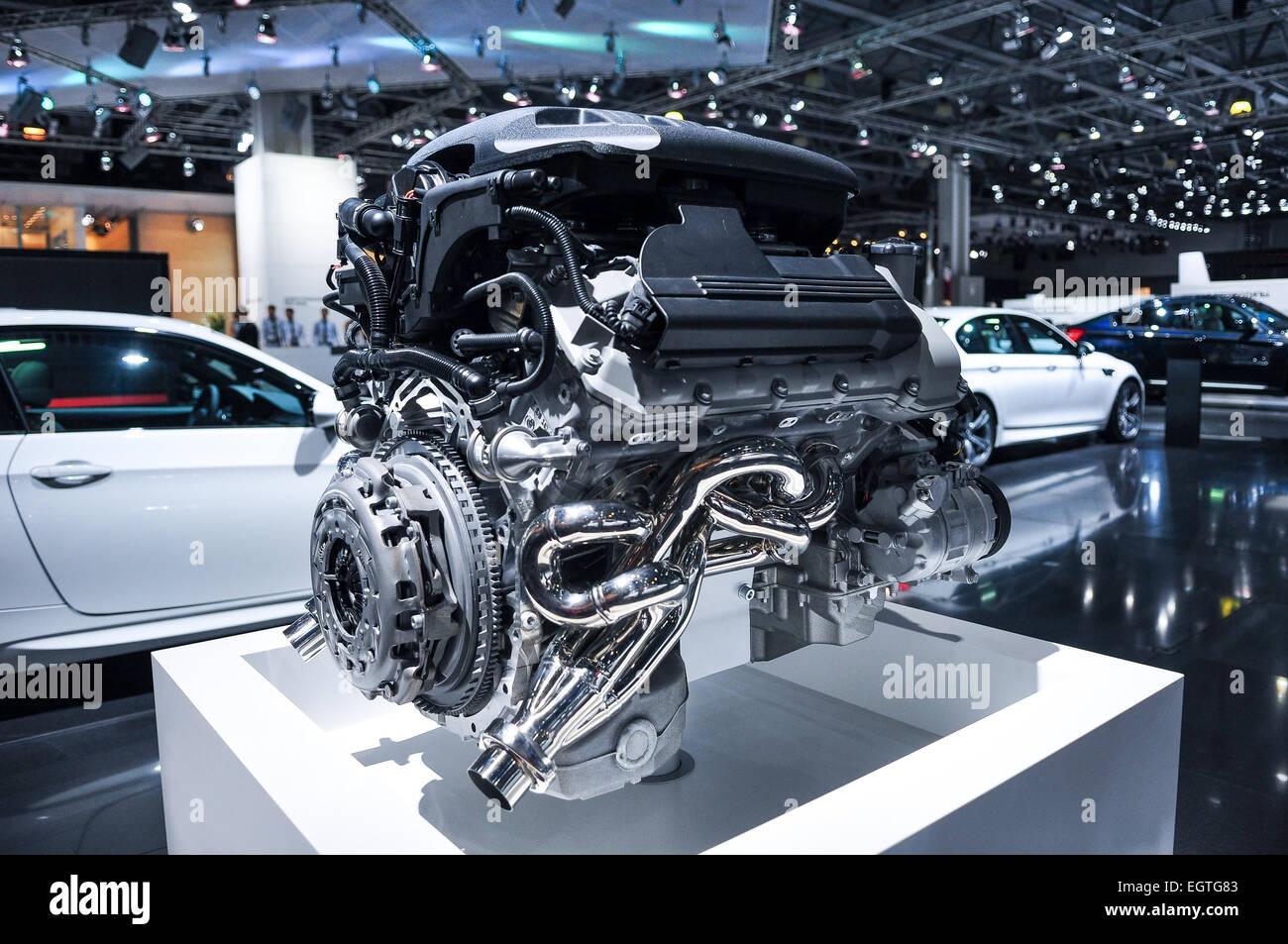 Fantastisch Komponenten Unter Der Motorhaube Eines Autos Fotos ...