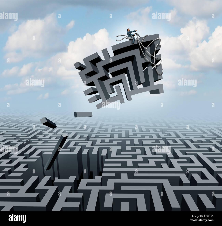 Neues Denken und Empowerment-Konzept als Geschäftsmann Reiten ein Stück von einem Irrgarten oder Labyrinth Stockbild