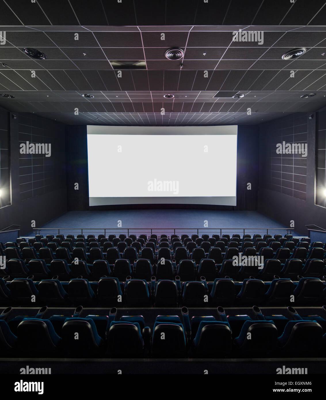 Innenraum des modernen Theaters. Titelbild auf einem leeren weißen s Stockbild