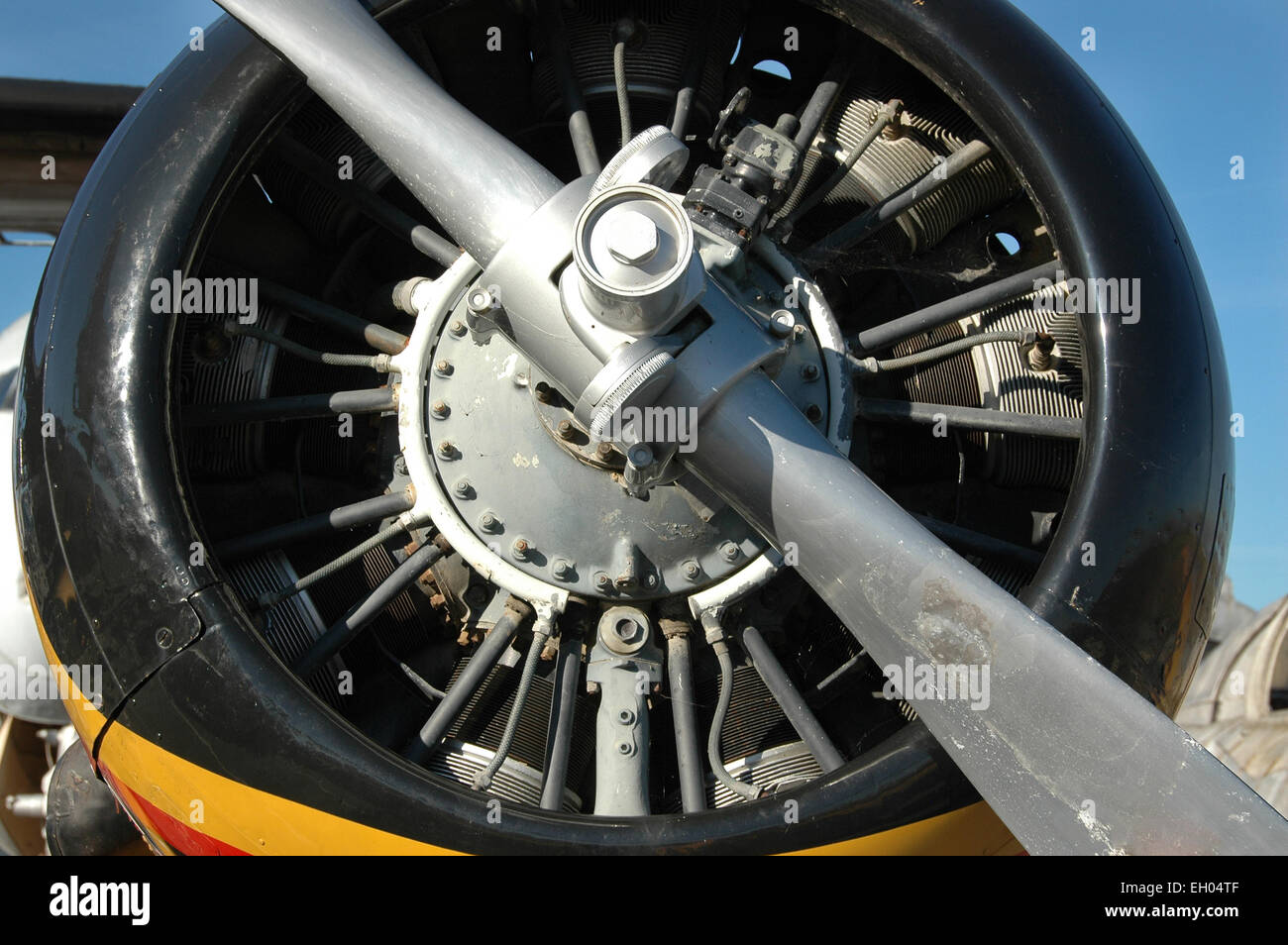 """Detail der Motor einer NORTH AMERICAN T-6G TEXAN fighter Zurückgehen auf WW. Im Museum """"Les Ailes anciennes'' Stockbild"""