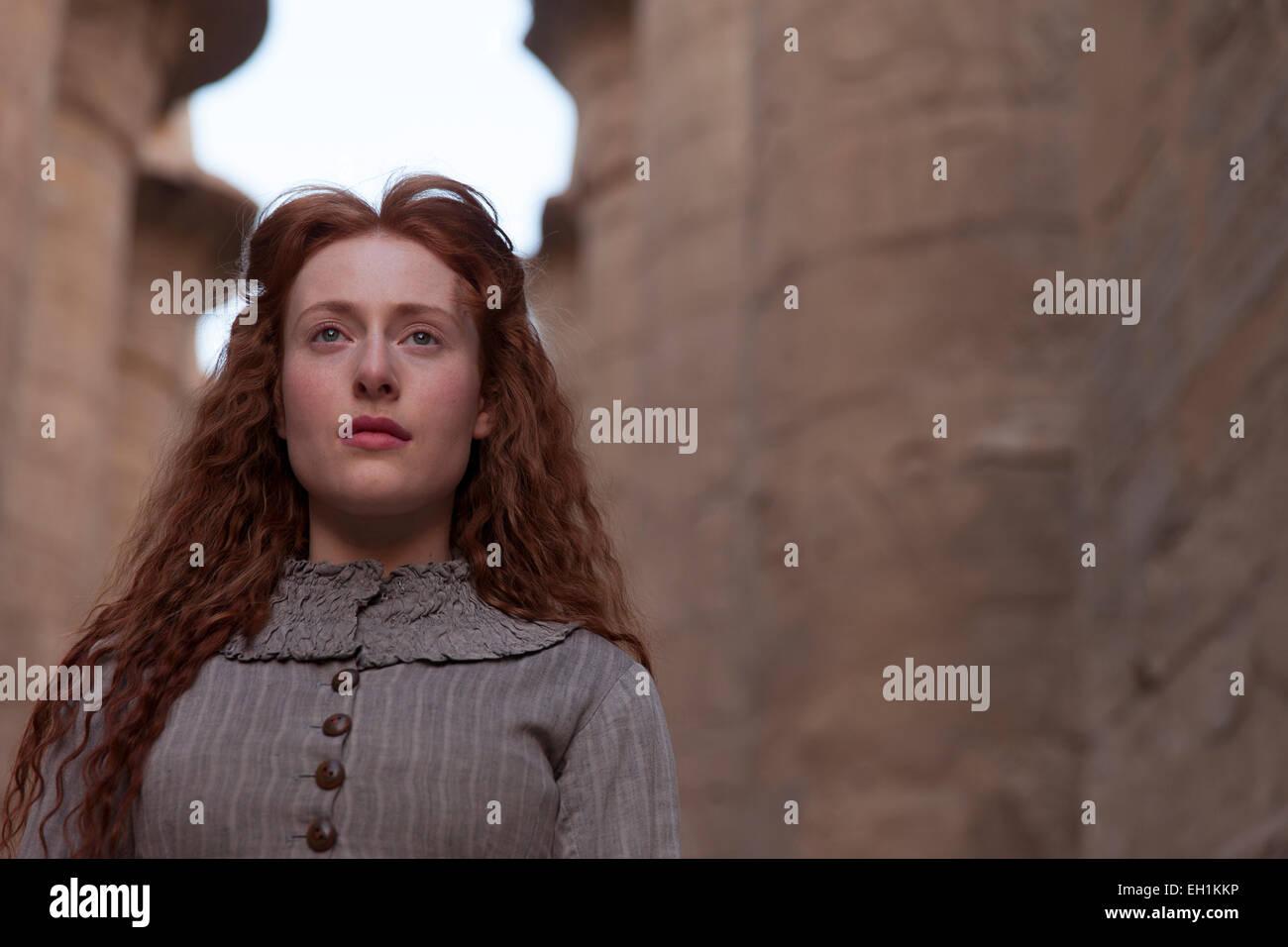 Eine Schauspielerin im Kostüm einer Rolle Etablissement Karnak Tempel, Luxor, Ägypten Stockbild