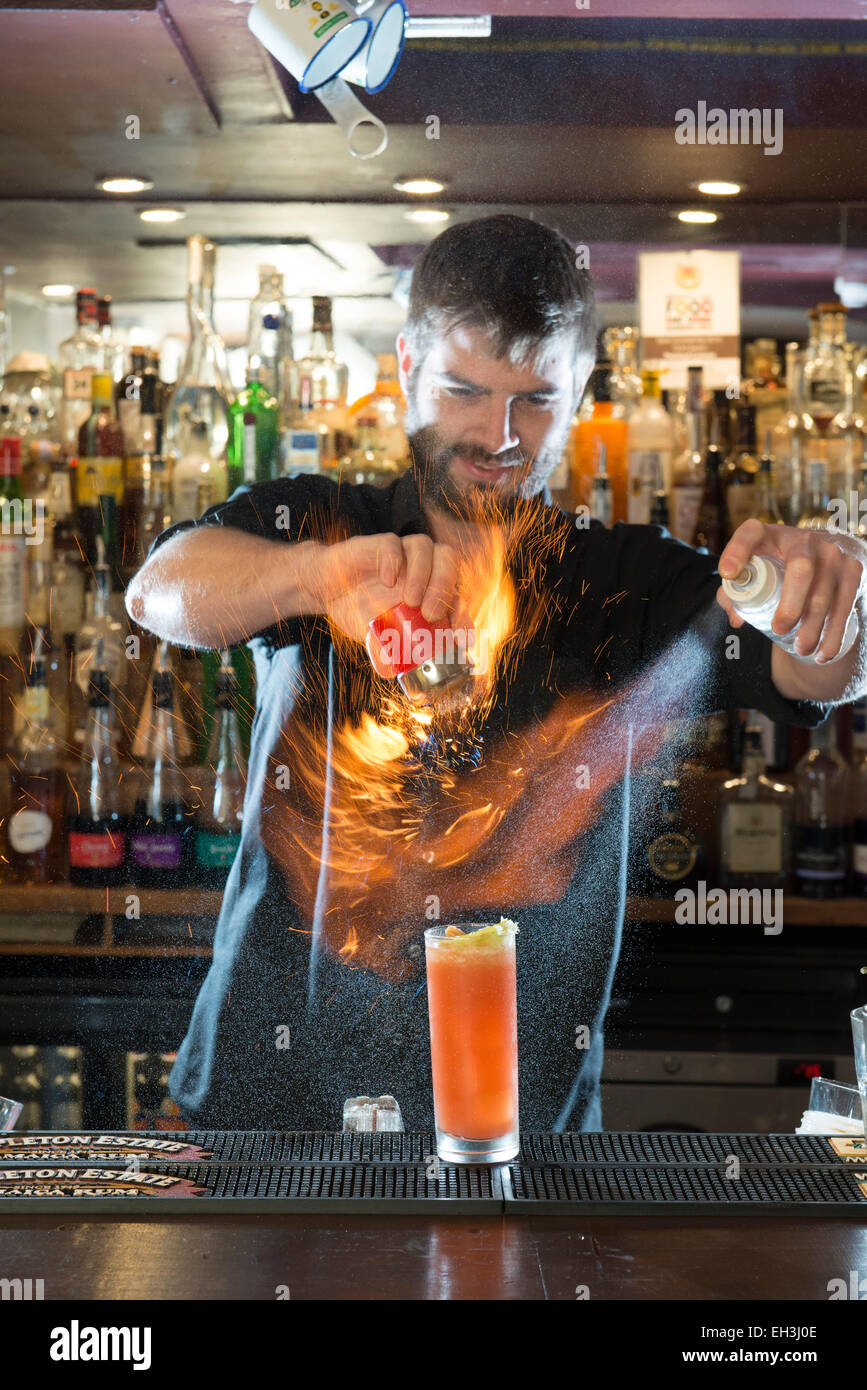 Cocktail Bar Stockfotos & Cocktail Bar Bilder - Alamy