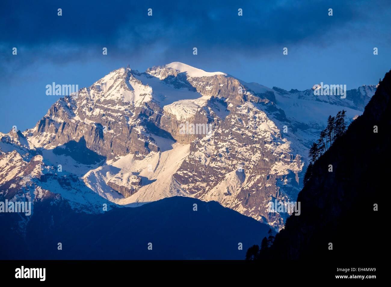 Nepal, Gandaki Zone, Manaslu Circuit zwischen Goa (Gho) und Tal, Annapurnas reichen von Goa Dorf Stockbild
