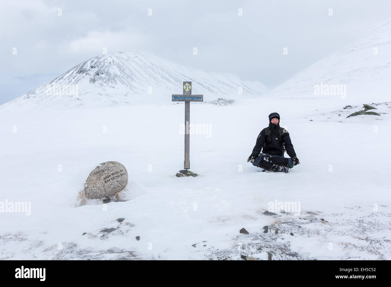 Meditation am Kungsleden Trail, Kebnekaise Mountain Bereich, Kiruna, Nordschweden, Europa, EU Stockbild