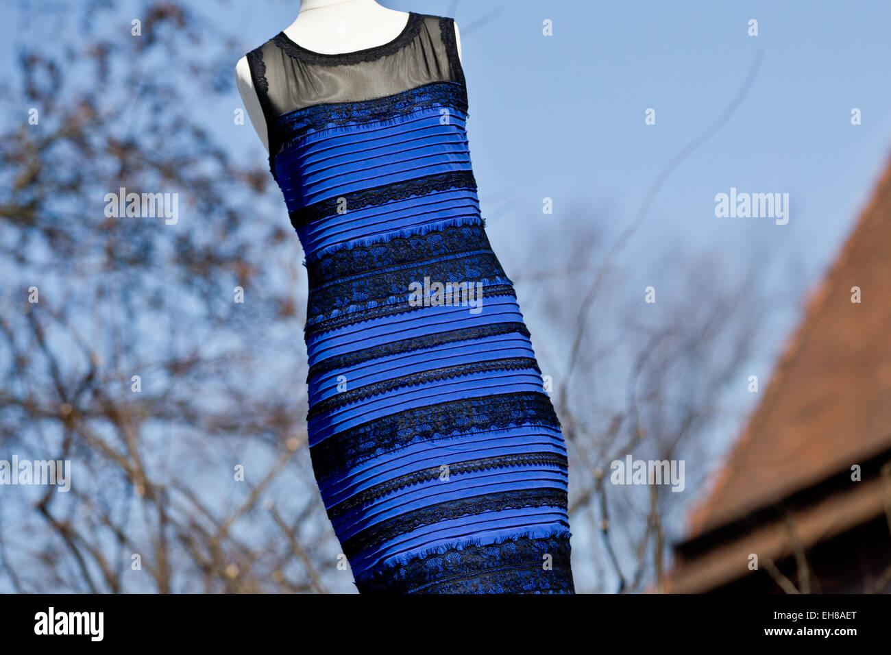 Gold Gestreiftes Kleid Stockfotos Und Bilder Kaufen Alamy