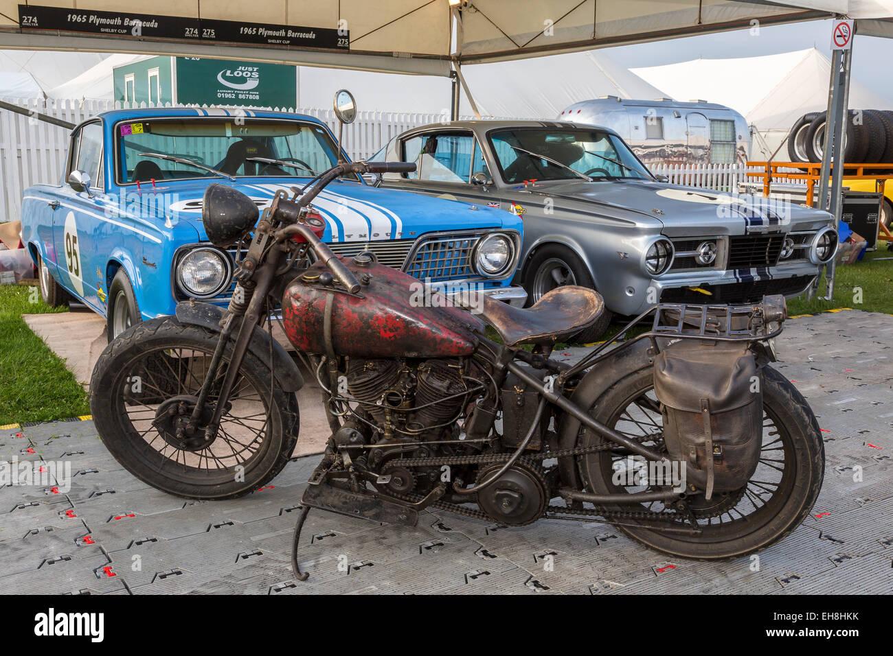 Vintage Harley Davidson Parkte Vor 2 1965 Plymouth Barracuda Shelby