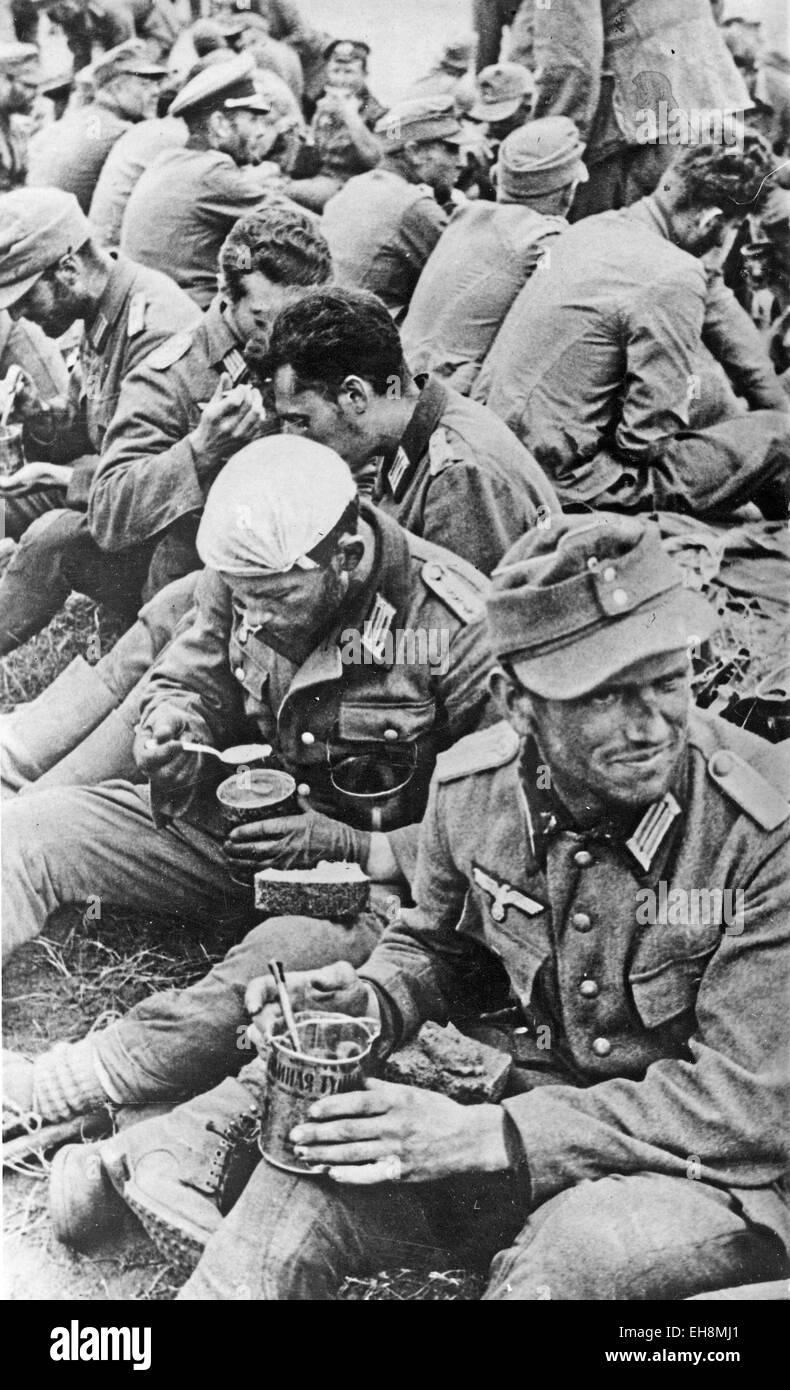DEUTSCHE Häftlinge gefangen genommen von der Roten Armee im Jahre 1944 Stockbild