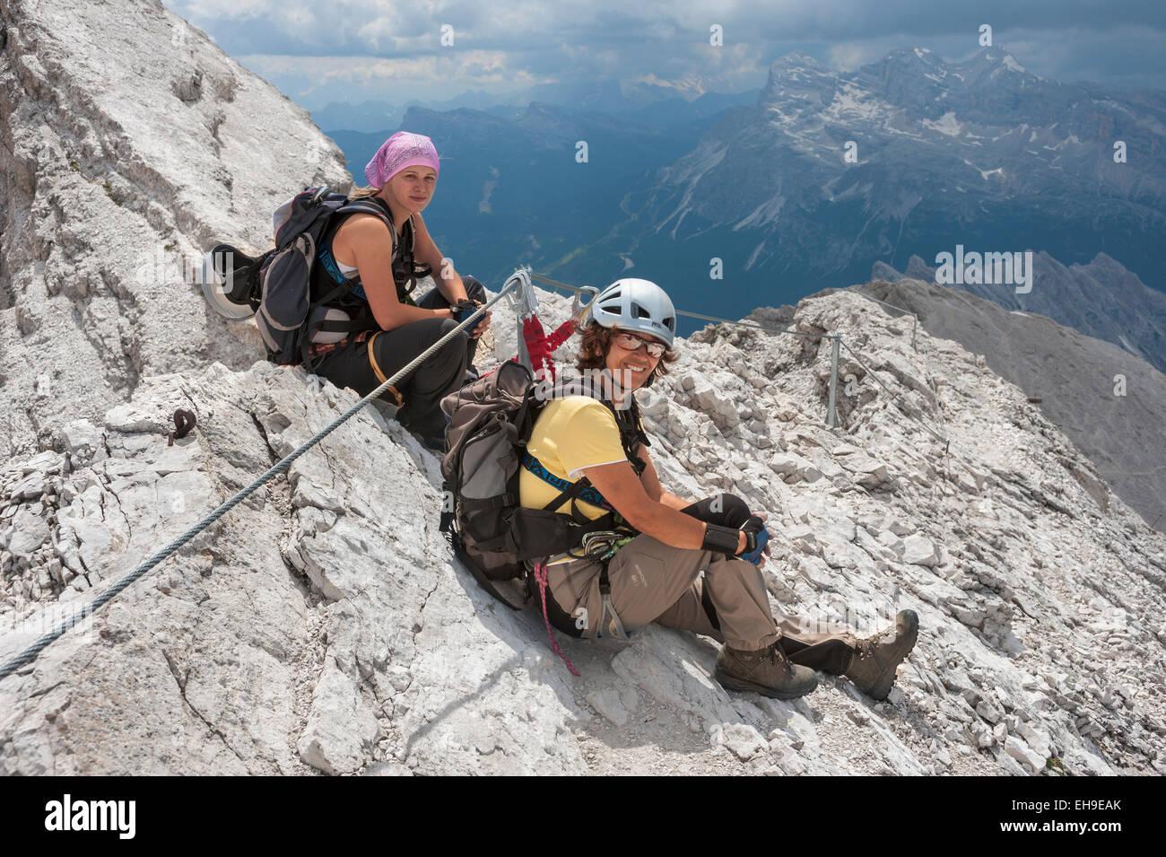 Klettersteig Weibl : Weibliche bergsteiger am dibona klettersteig cristallo gruppe