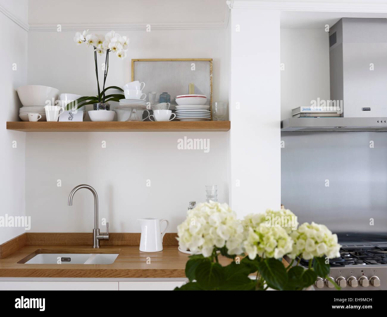 Küchenspüle, Regal mit Geschirr und Gasofen, Wohnhaus, Port Hall ...