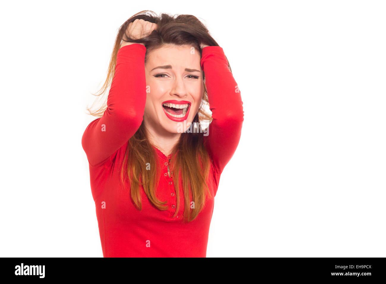 emotional gestresst Frau packte ihre Haare isoliert rot Stockbild