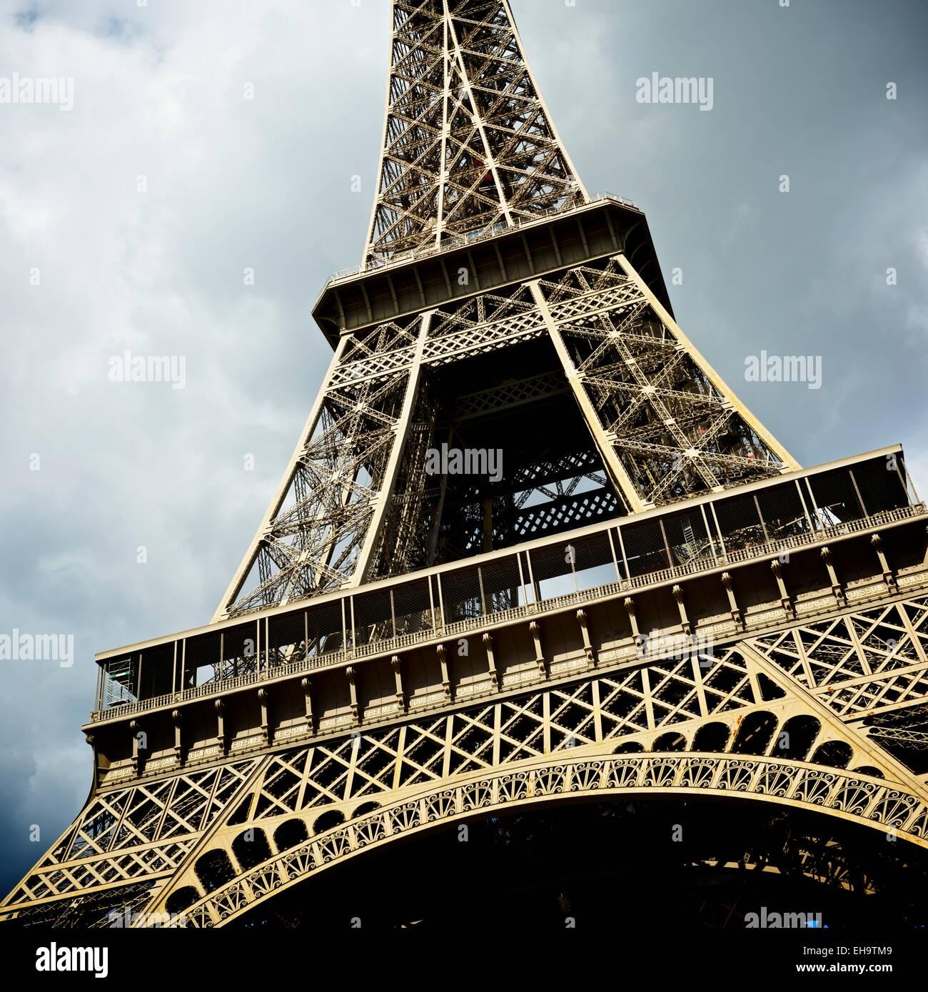 Erfreut Draht Eiffelturm Statue Bilder - Elektrische Schaltplan ...