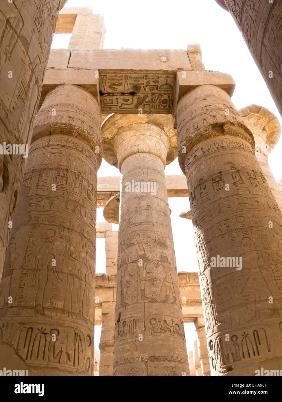 Die Säulenhalle im Tempel des Amun in Karnak, Luxor, Ägypten Stockbild