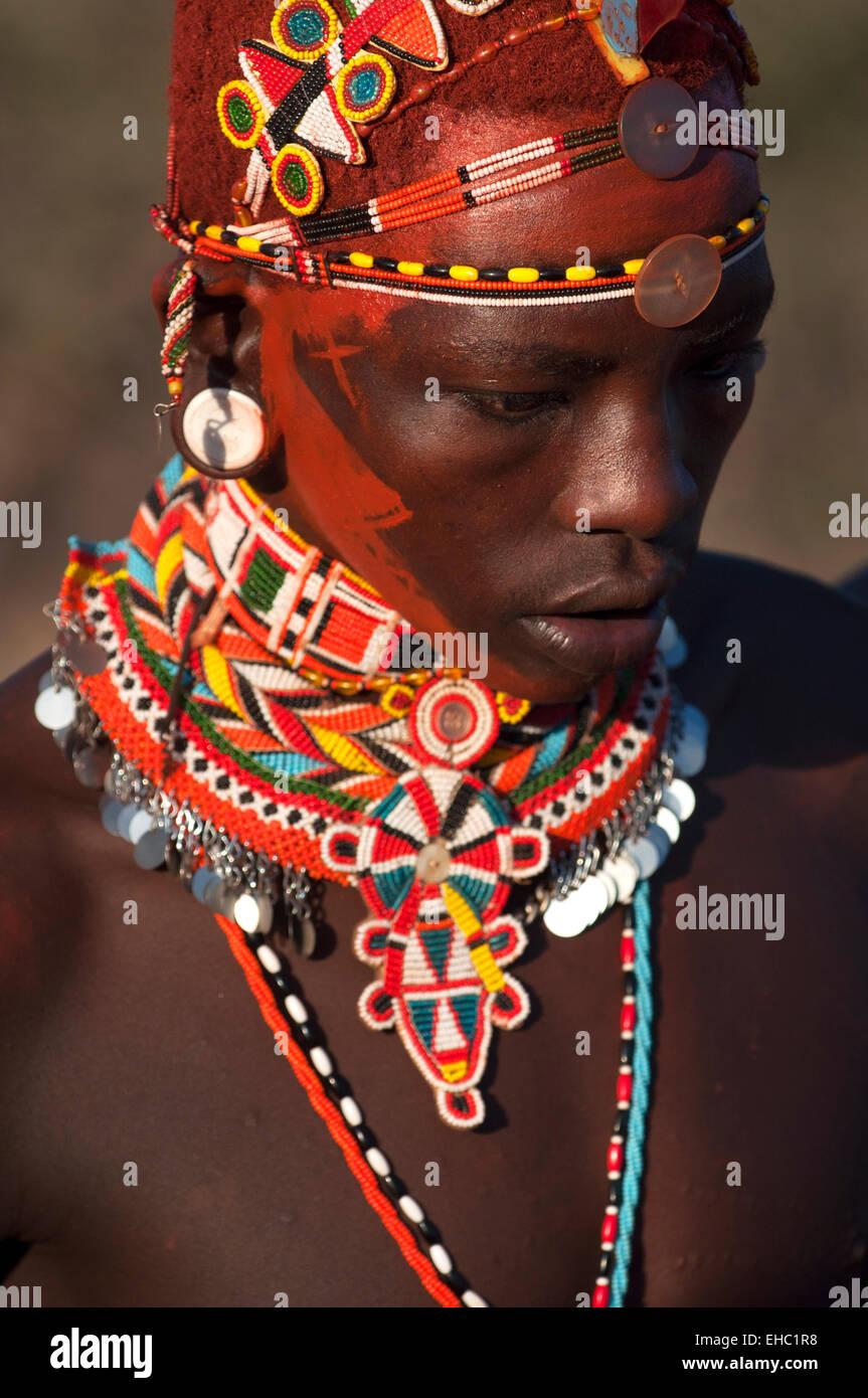 Ein Samburu Moran Krieger Dekoriert Fur Eine Hochzeitszeremonie