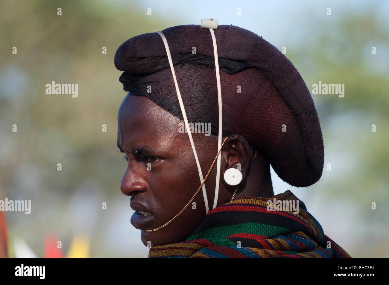 Ein Samburu Moran Krieger Mit Haaren In Einem Netz Bei Einer