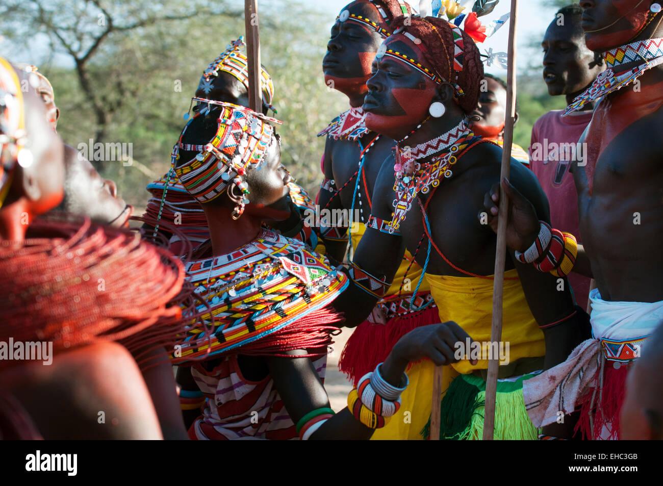 Samburu Madchen Und Morani Krieger Tanzen Bei Einer