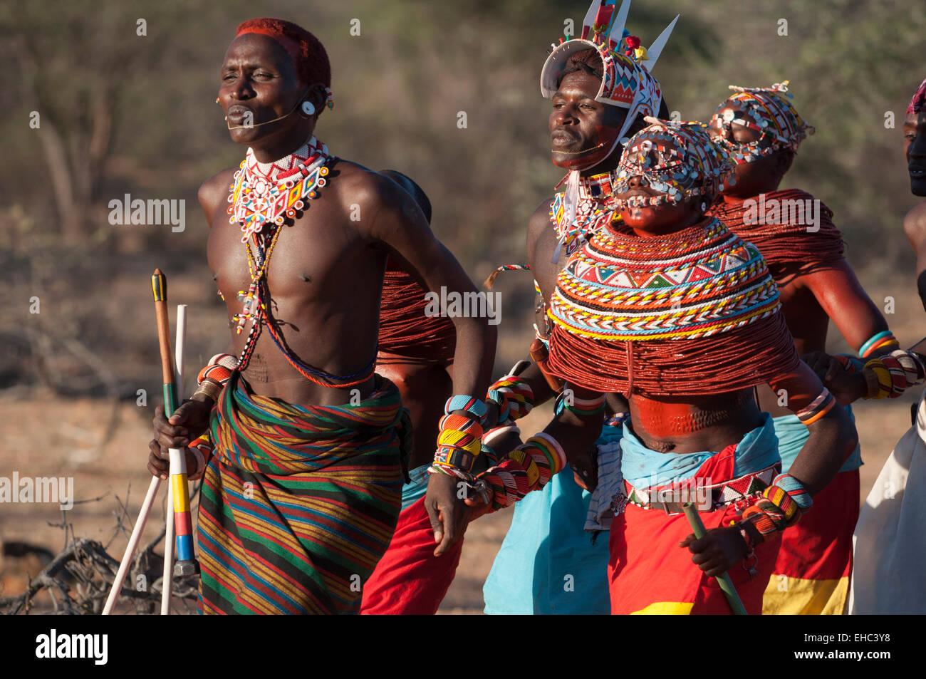 Samburu Morani Krieger Und Madchen Mit Massiven Bunte Halsketten