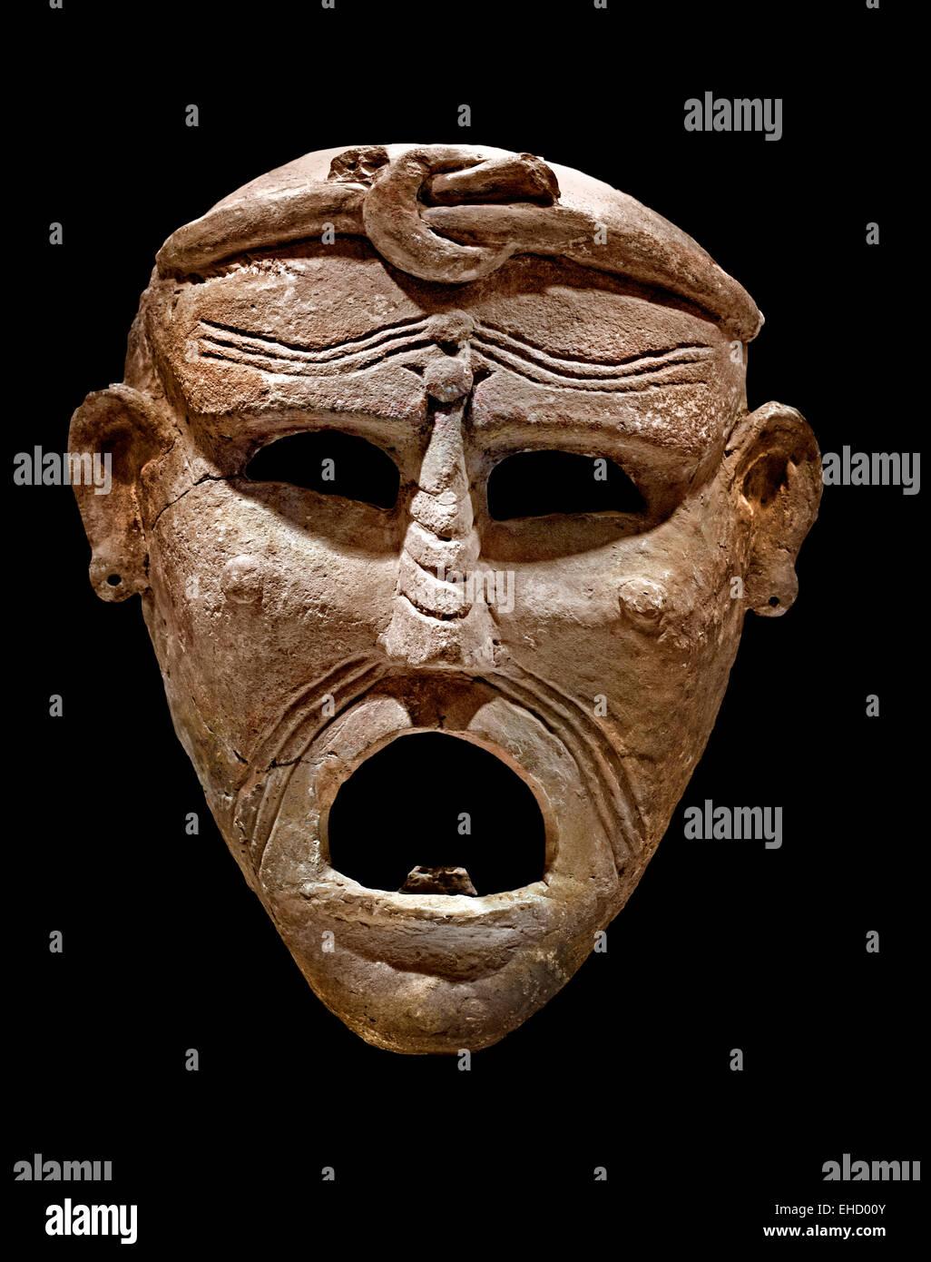 Karthager begraben ihre Toten mit Masken, um sie vor dem Bösen zu schützen. Die Masken Grimassen sollten Stockbild