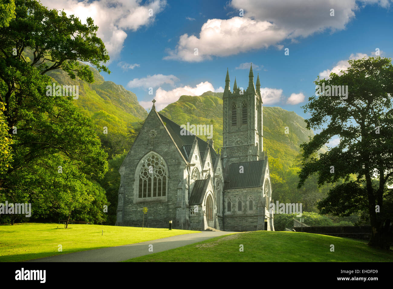 Gotische Kirche, Mary Henry Memorial in Kylemore Abbey. Connemara Region, Irland Stockbild