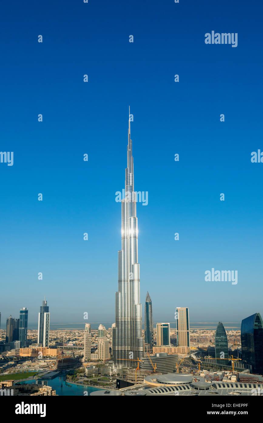 Burj Khalifa und die Skyline von Downtown Dubai in Vereinigte Arabische Emirate Stockbild