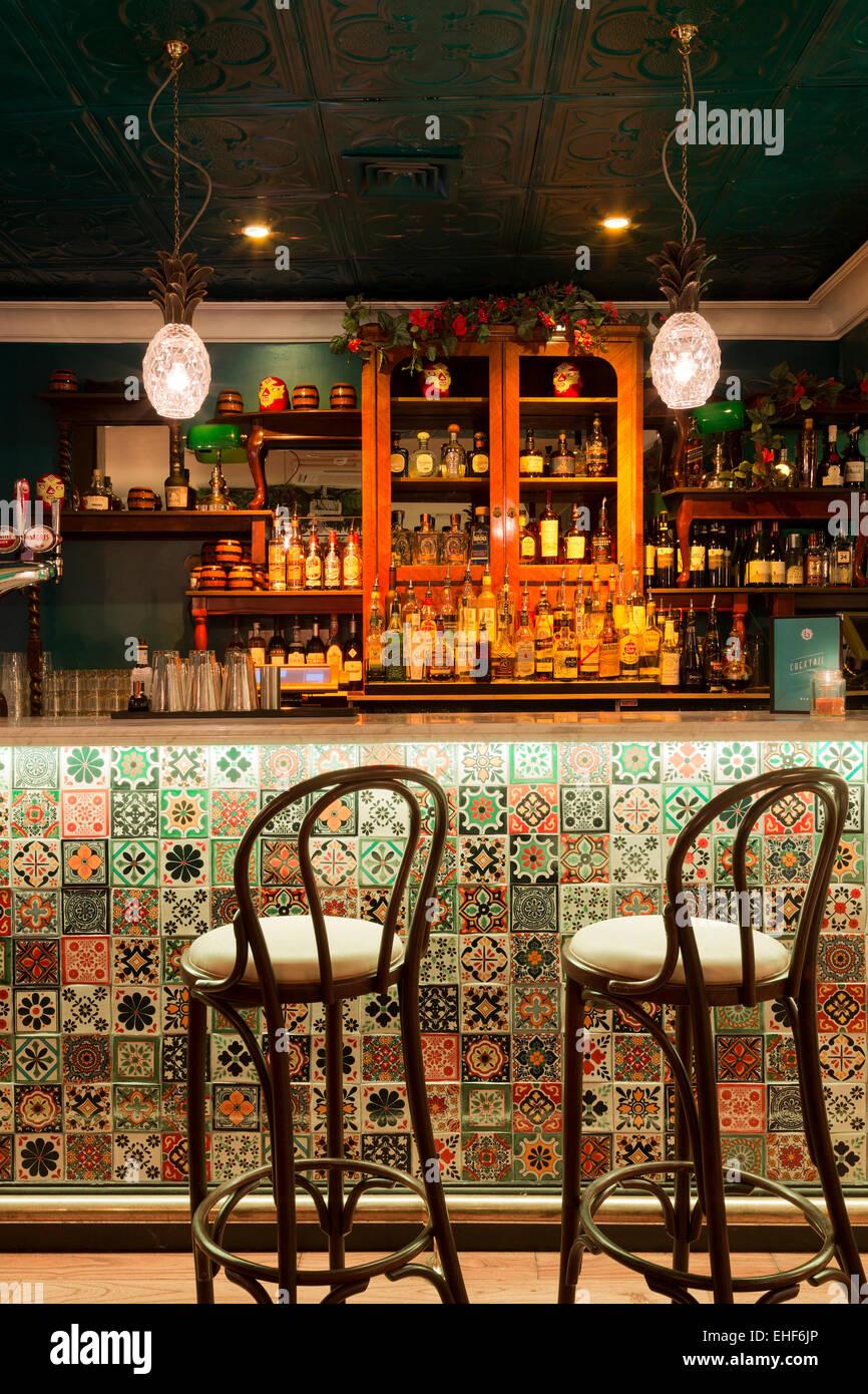 London East Bar Interior Stockfotos & London East Bar Interior ...