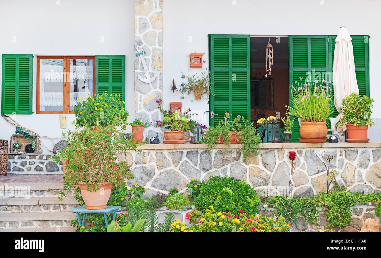 Blumen Dekoration Vor Dem Hauseingang Stockfoto Bild 79675856 Alamy