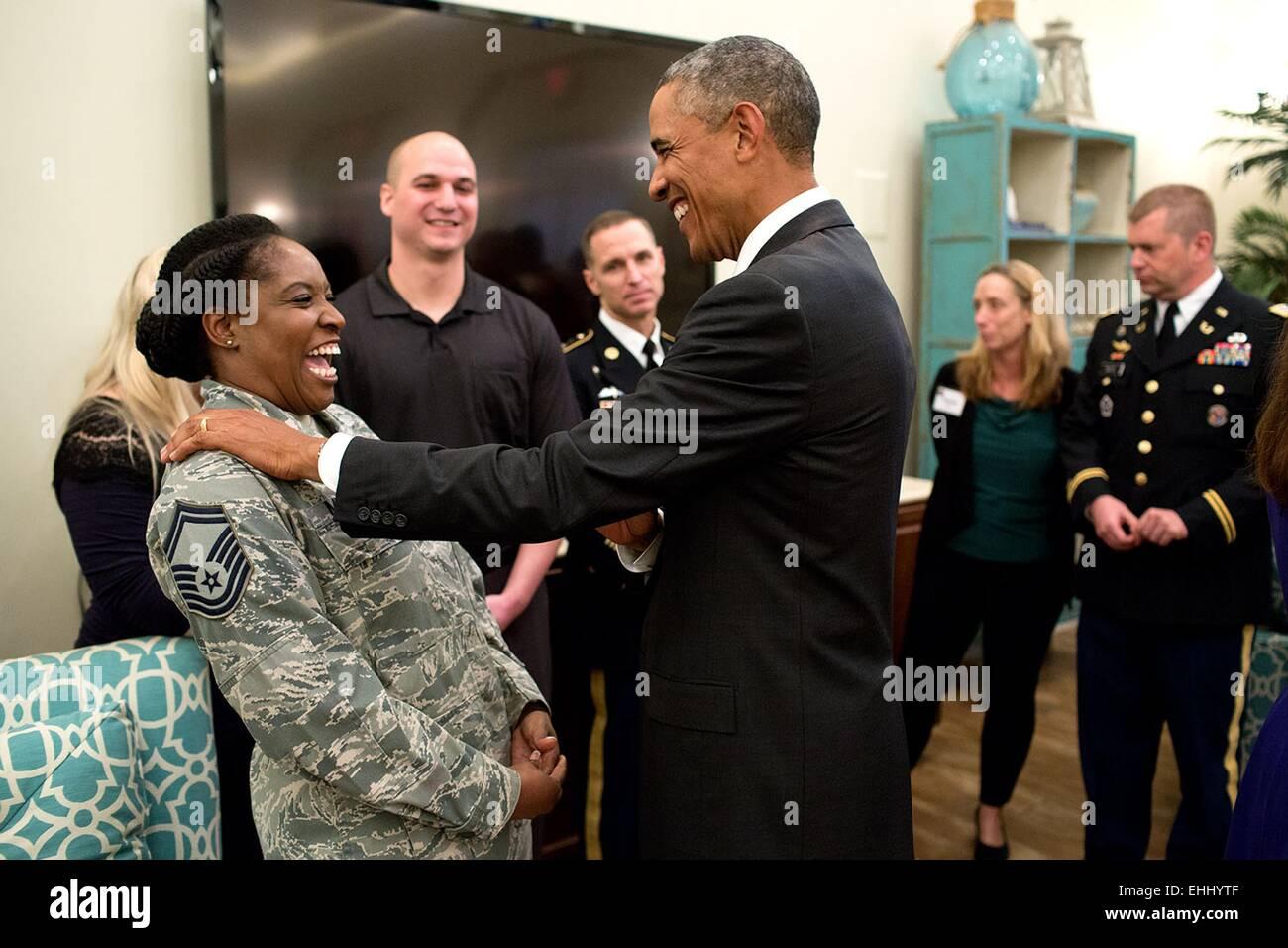 US-Präsident Barack Obama spricht mit Soldaten und deren Familien im ...