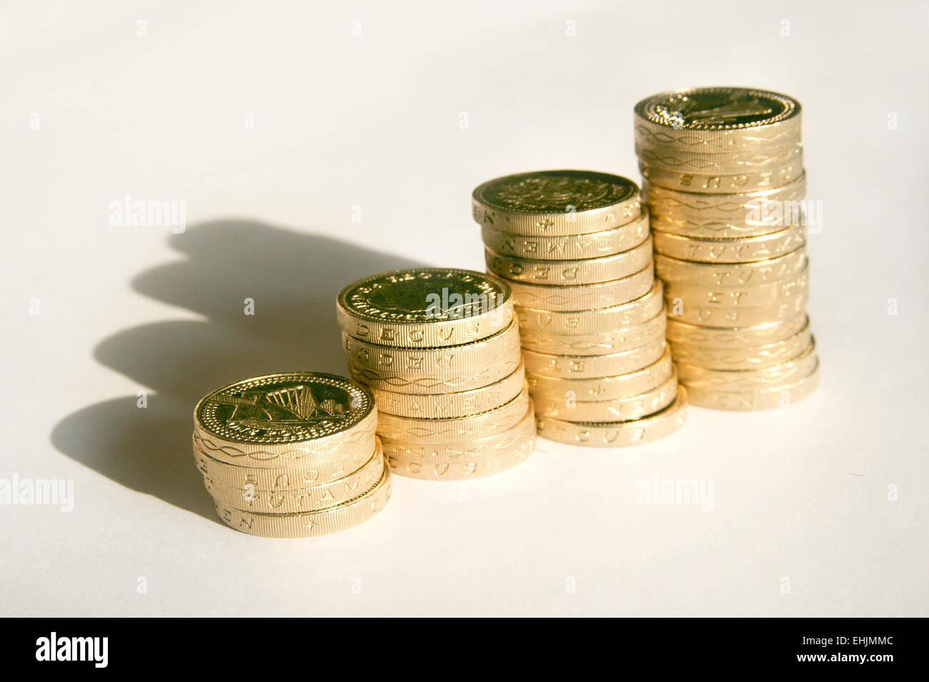 Bargeld Sterling Pfund Münzen uk England sparen sparen Wirtschaft Wirtschaftswissenschaften Inflation Stockbild