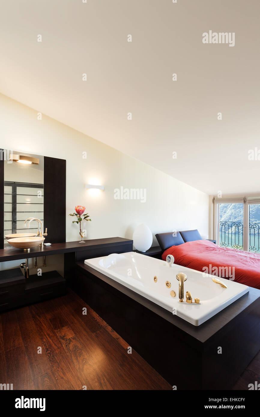 Inneren Luxus Wohnung Schönes Schlafzimmer Mit Whirlpool Stockfoto