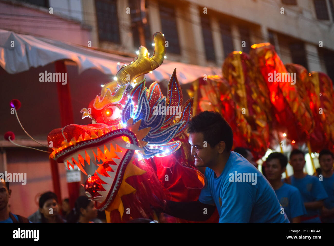 Liong (Drache)-Tanz-Performance bei Cap Go Meh (Laternenfest) in ...