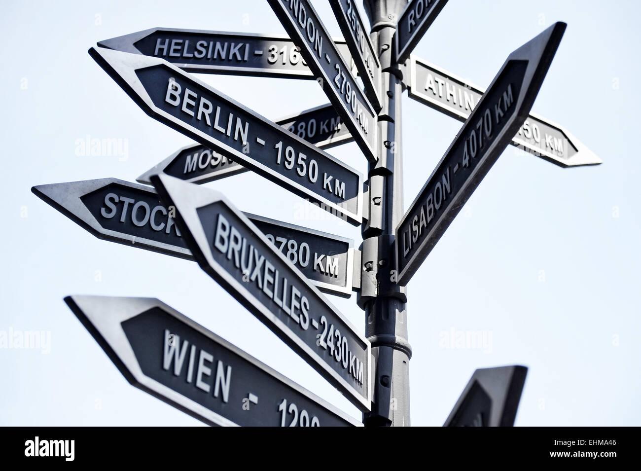 Straße Schild Zeigt Die Entfernung Zum Hauptstädten Europas