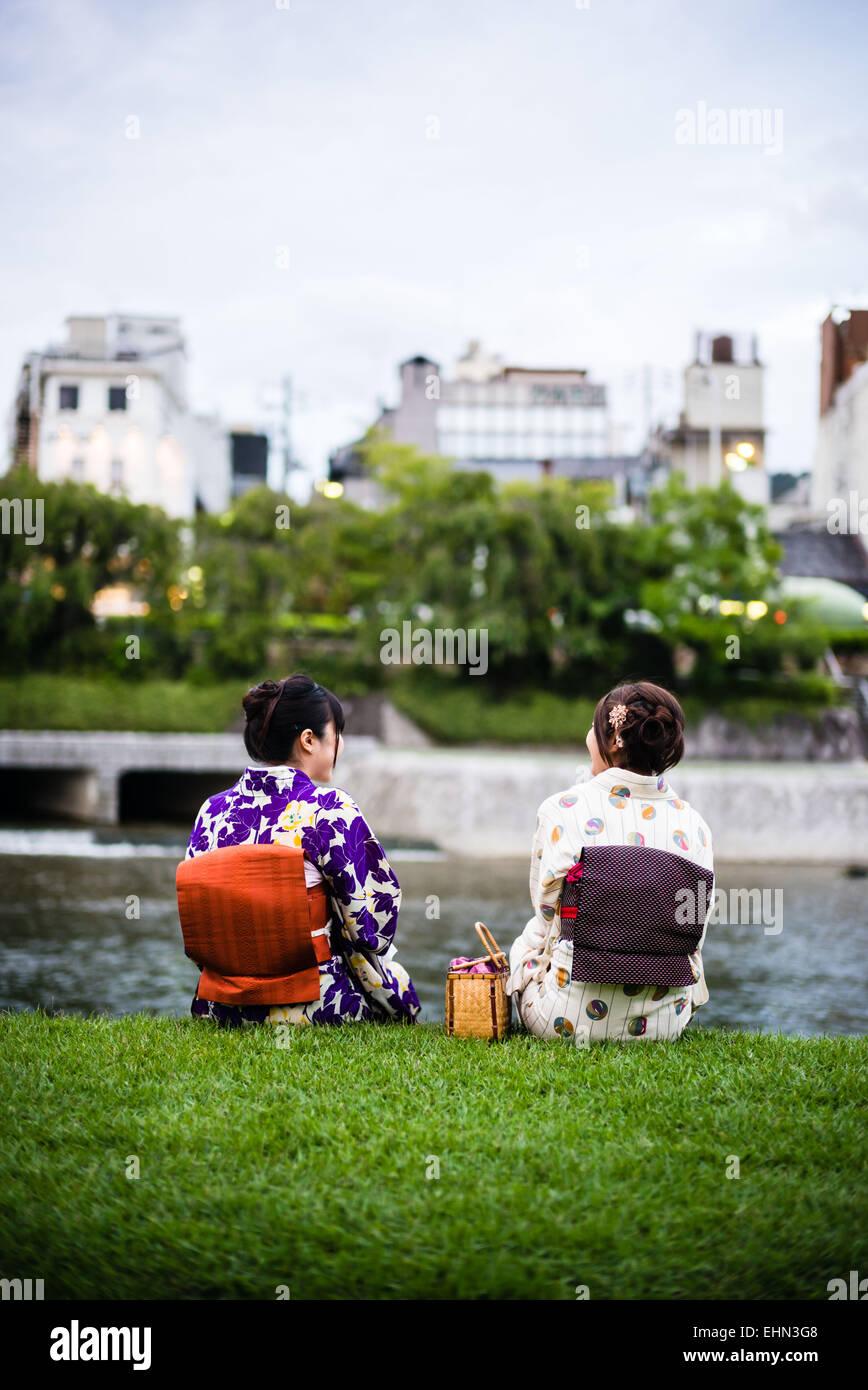Japanische Frauen in traditioneller Tracht. Stockbild