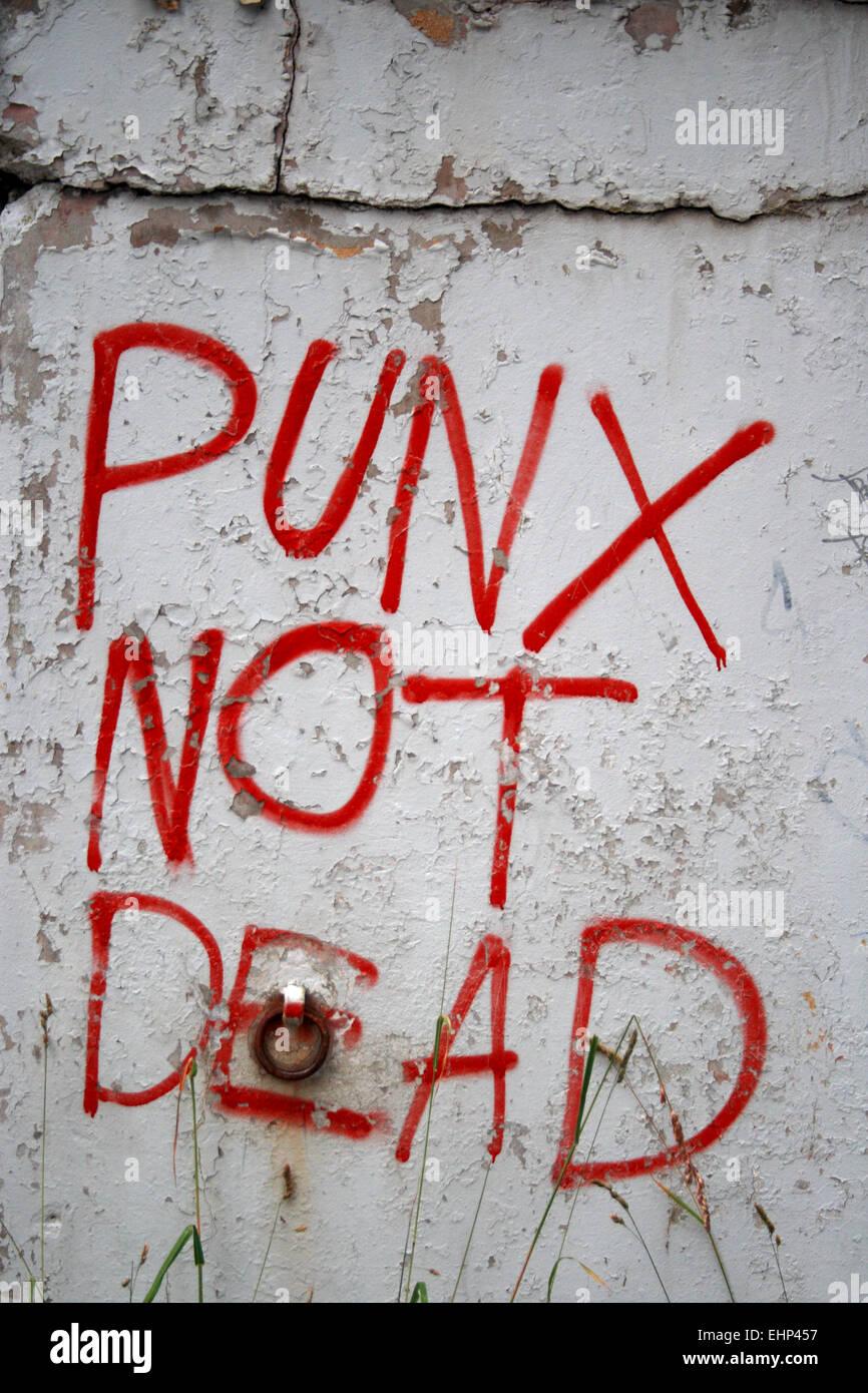 """Ein Graffiti, besagt """"Punx Not Dead"""". Stockbild"""