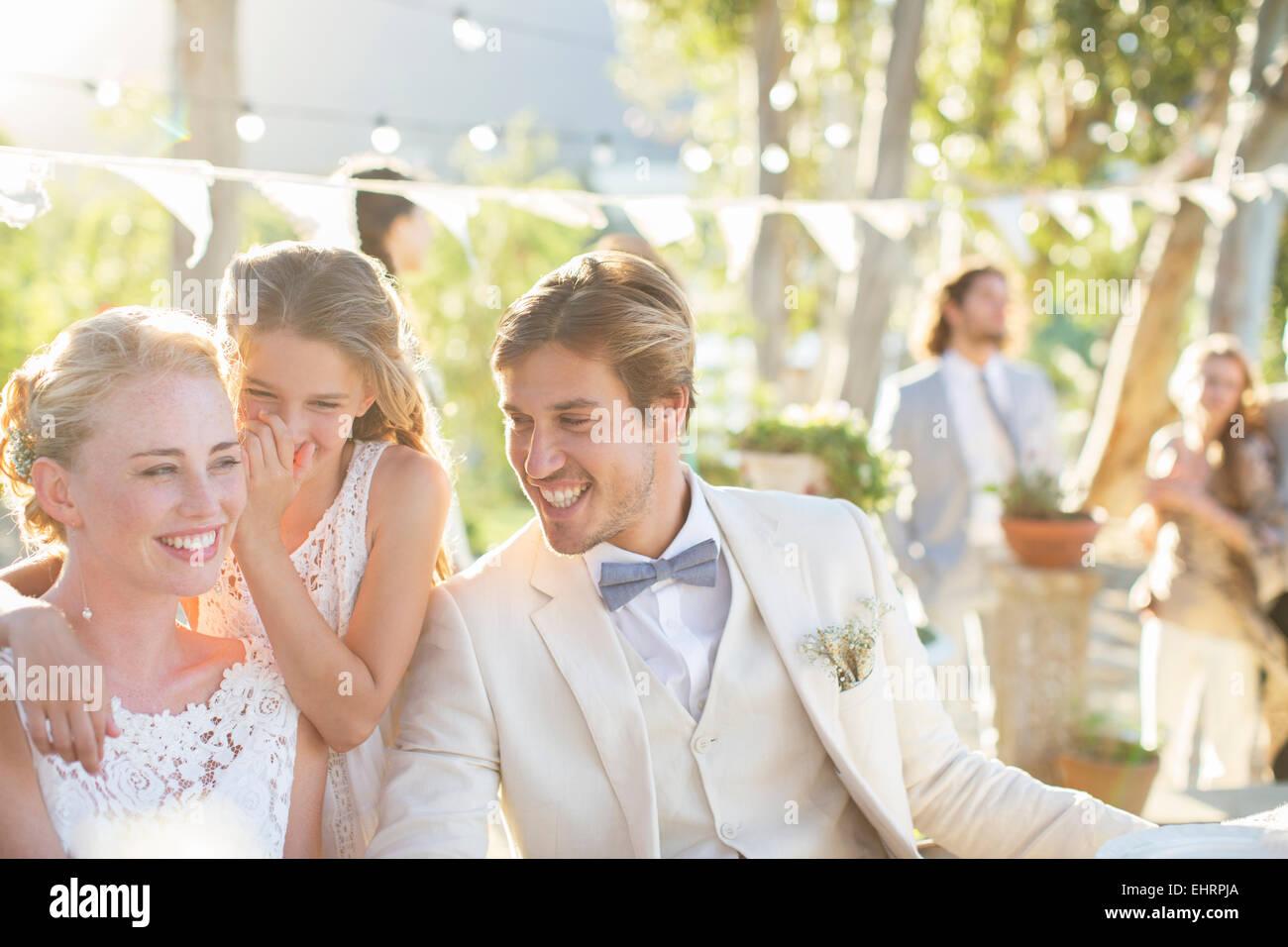 Whispering stockfotos whispering bilder alamy - Hochzeitsfeier im garten ...