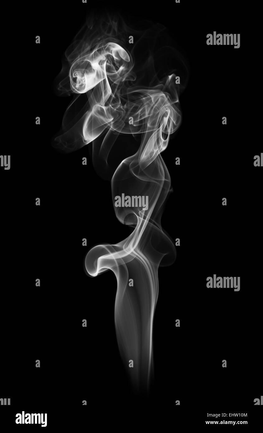 Weißer abstrakte Rauch auf schwarzem Hintergrund isoliert Stockbild