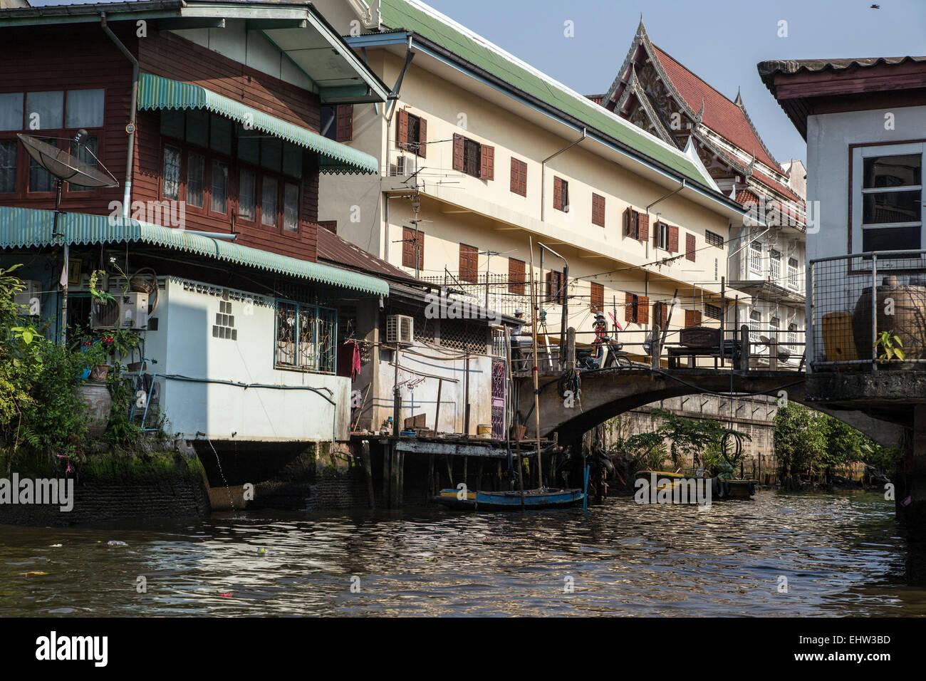 Thailand bangkok canal house stockfotos thailand bangkok for Traditionelles thai haus