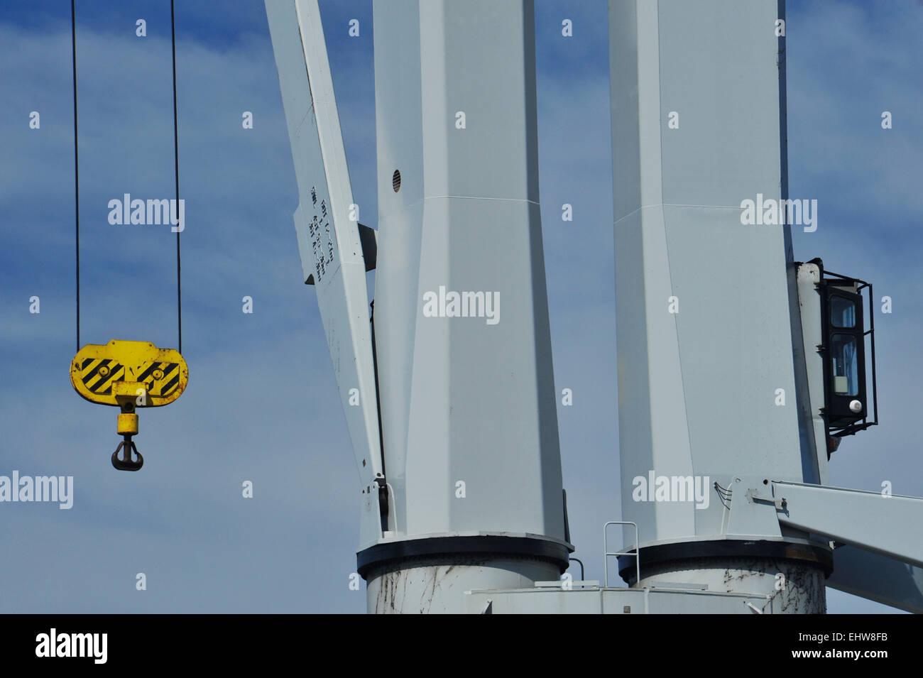 Szene des Schiffes Kran mit Kabine und gelb Riemenscheibe Operator ...