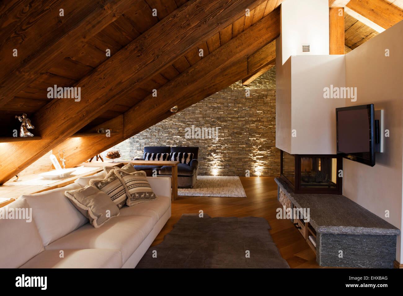 Luxus Wohnzimmer In Alpine Hutte Mit Kamin Und Steinernen